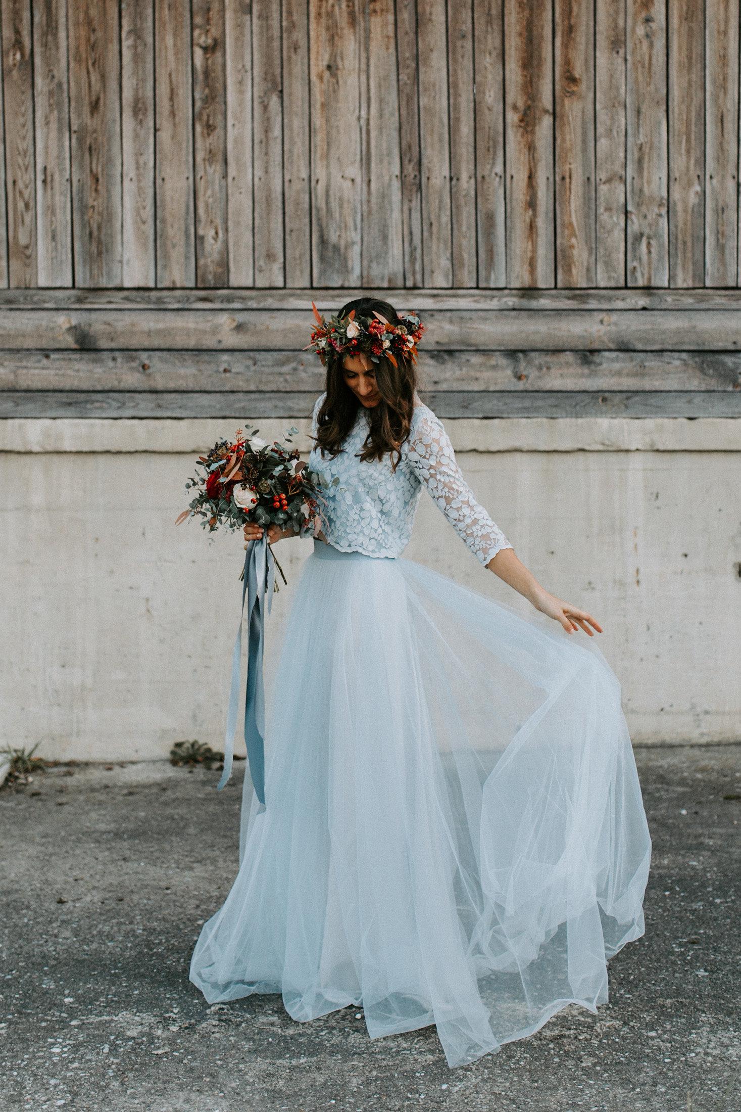 Schlichtes Brautkleid, Hellblau, mit Tüll und Spitze