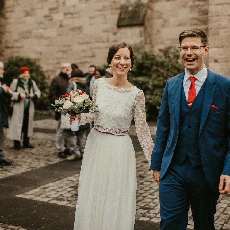 Schlichtes Brautkleid mit Spitzentop im Boho Stil