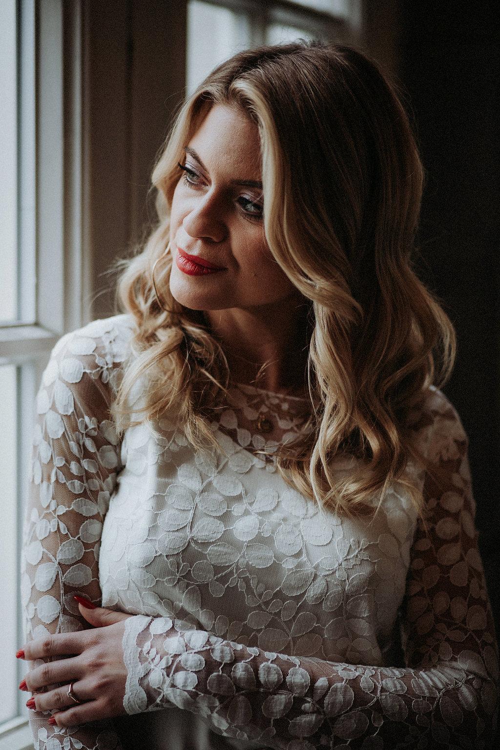 Schlichtes Brautkleid mit Spitzentop und Braut RockSchlichtes Brautkleid mit Spitzentop und Braut Rock