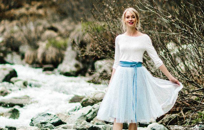 Standesamt Outfit, modernes Brautkleid mit Pullover und Tüllrock