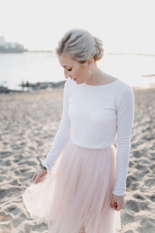 Standesamtkleid mit Tüllrock und Pullover