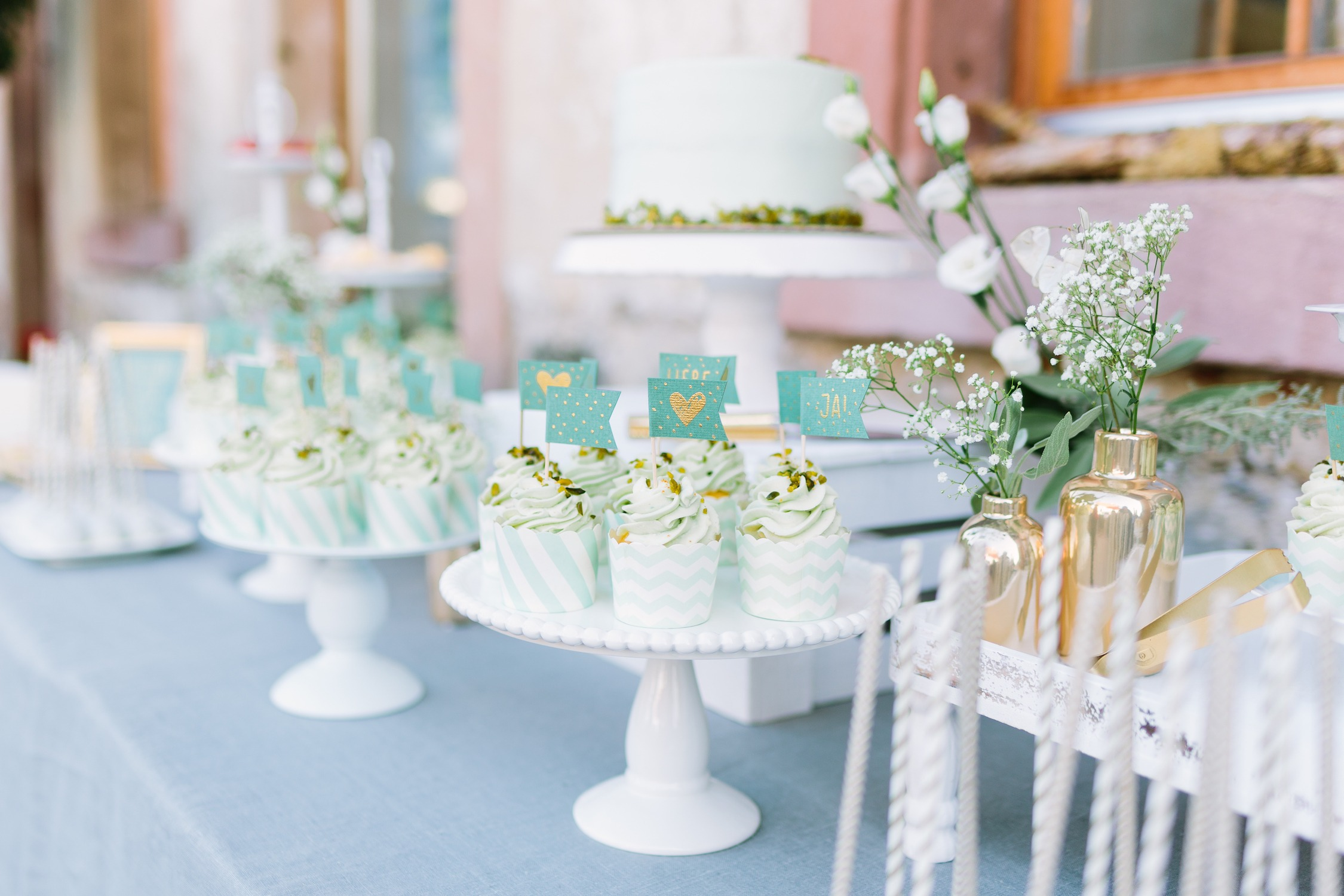 Sweet Table in weiss und mint (Foto: Le Hai Linh)