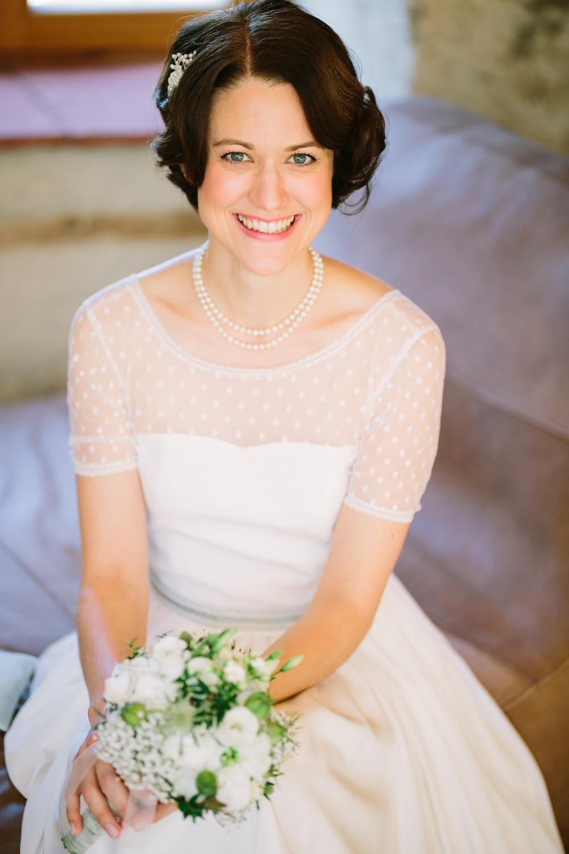 vintage Braut mit vintage Brautkleid und 20er Jahre Brautfrisur