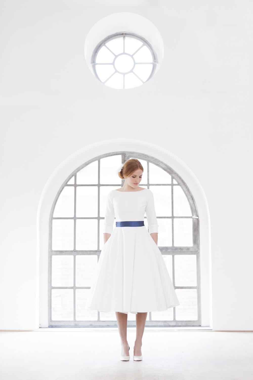 wadenlanges Brautkleid mit Ärmeln und U-Boot Ausschnitt