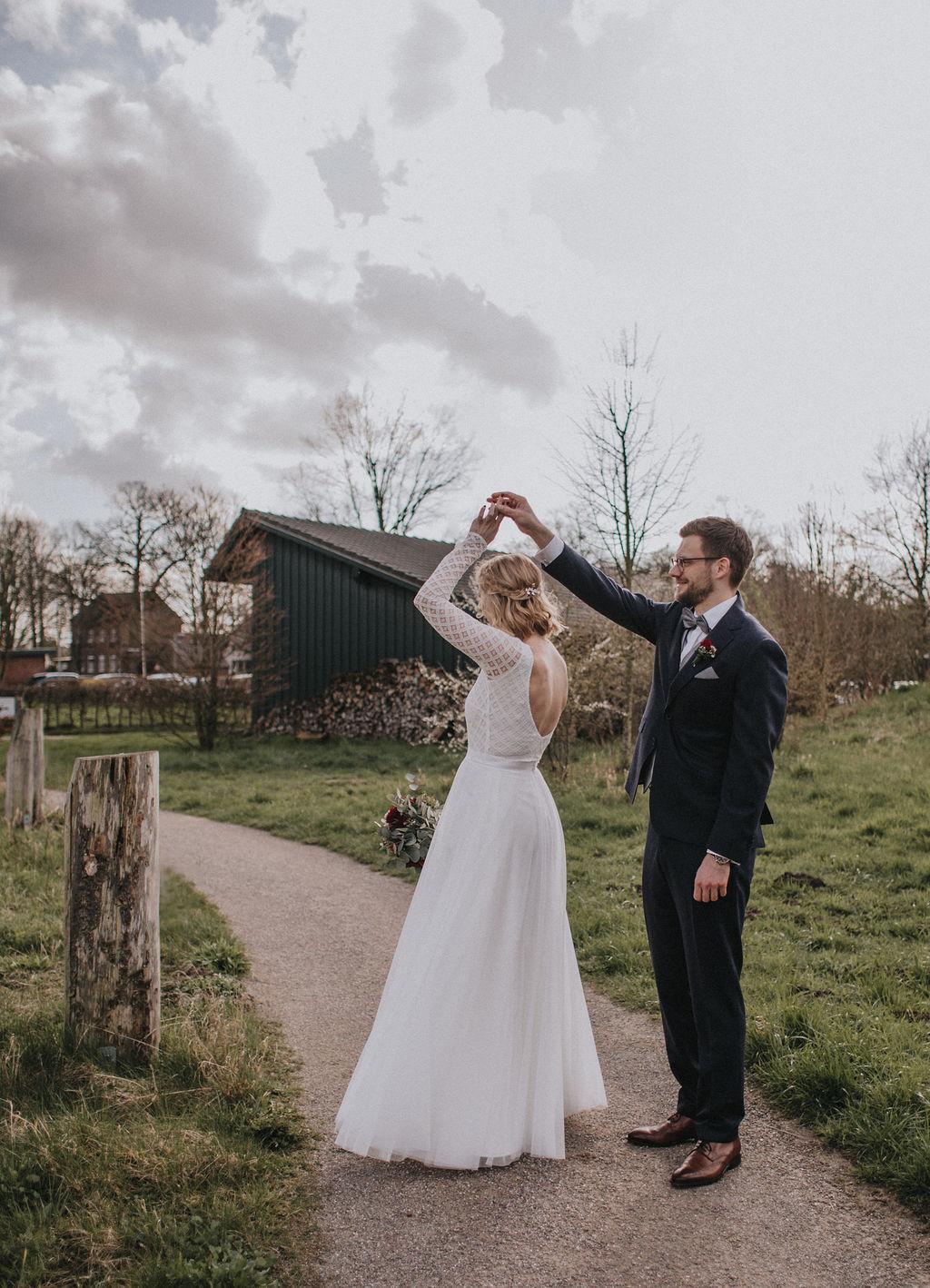 Zweiteiliges Brautkleid aus Braut Body mit Boho Spitze und langem Tüllrock