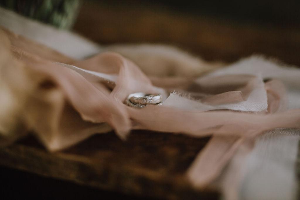 Styled Shoot Boho Hochzeit, Eheringe, Detailansicht