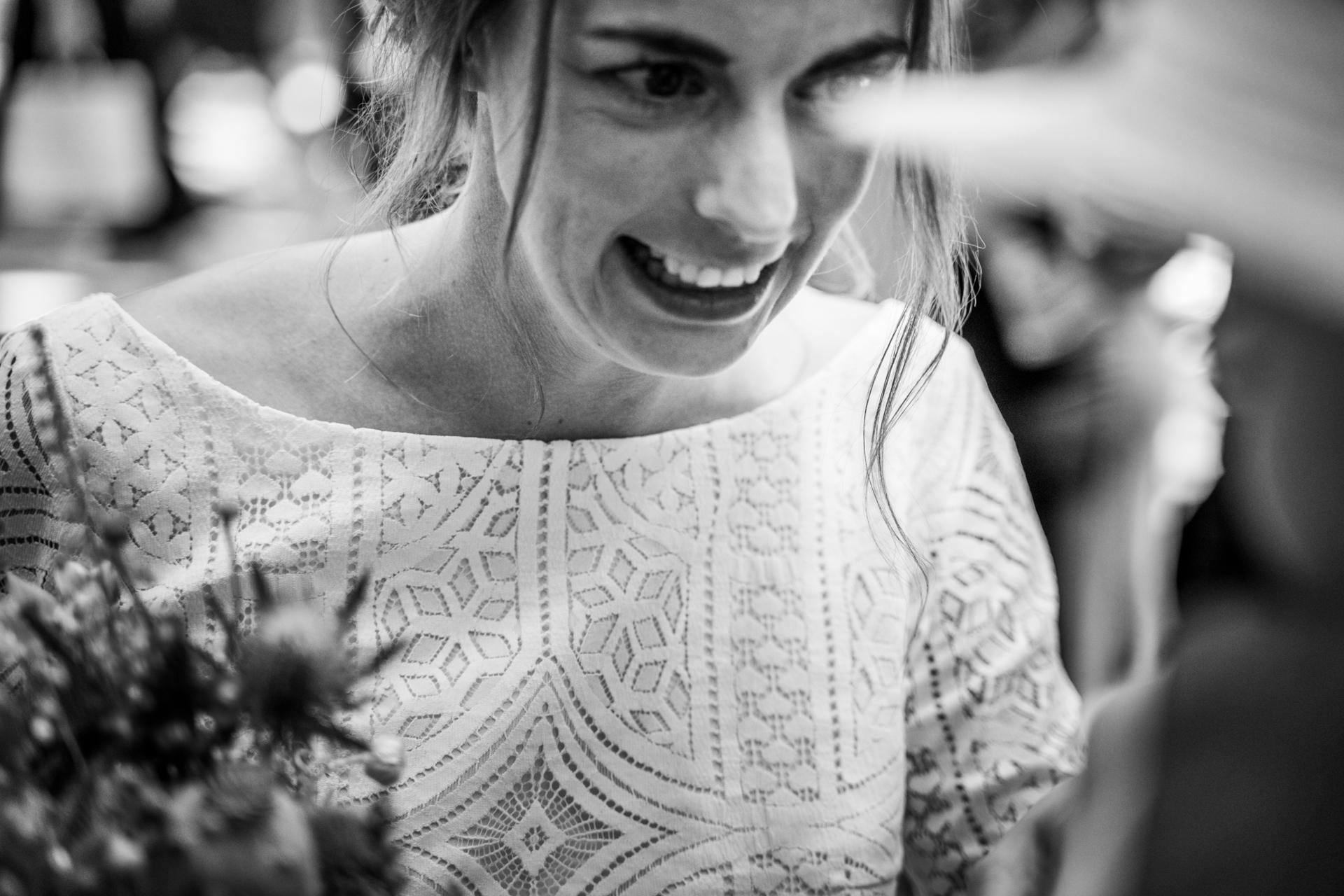 Braut mit Spitzentop mit Boho-Muster, Nahaufnahme