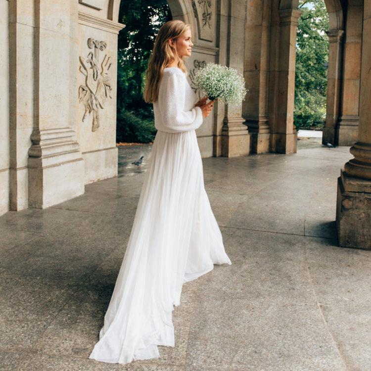 Styled Shoot Brautmode, Model mit großem Strauss Schleierkraut