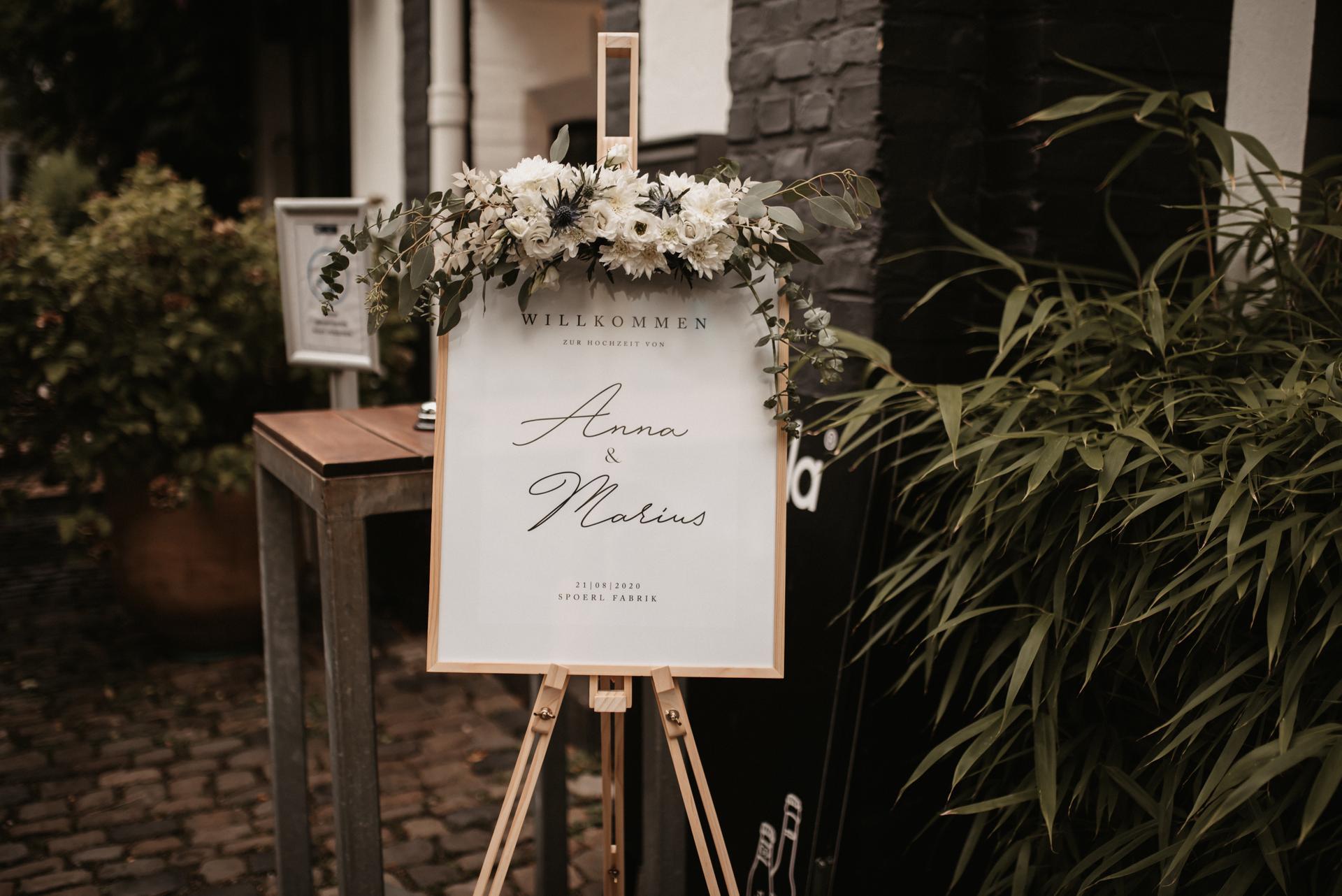 Hochzeitsdeko, Papeterie mit Blumendekoration