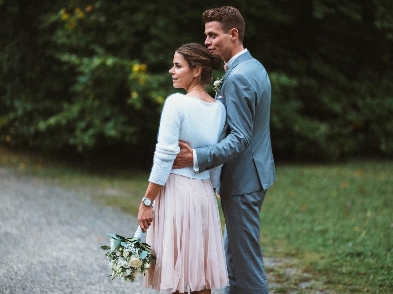 Moderner Brautkleid Zweiteiler aus Tüllrock in Blush mit Spitzentop und Pullover