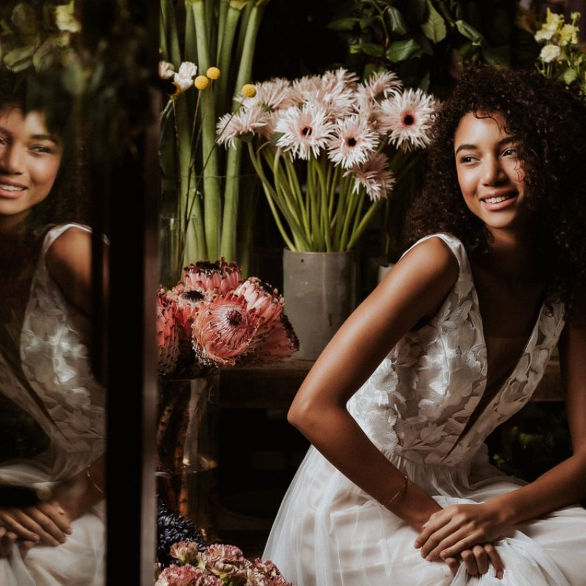 Amelie – Glamouröses Brautkleid in Blush mit Blütenstickerei