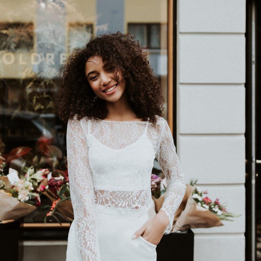 Enie – Standesamt-Look mit Spitzentop und Braut-Minirock