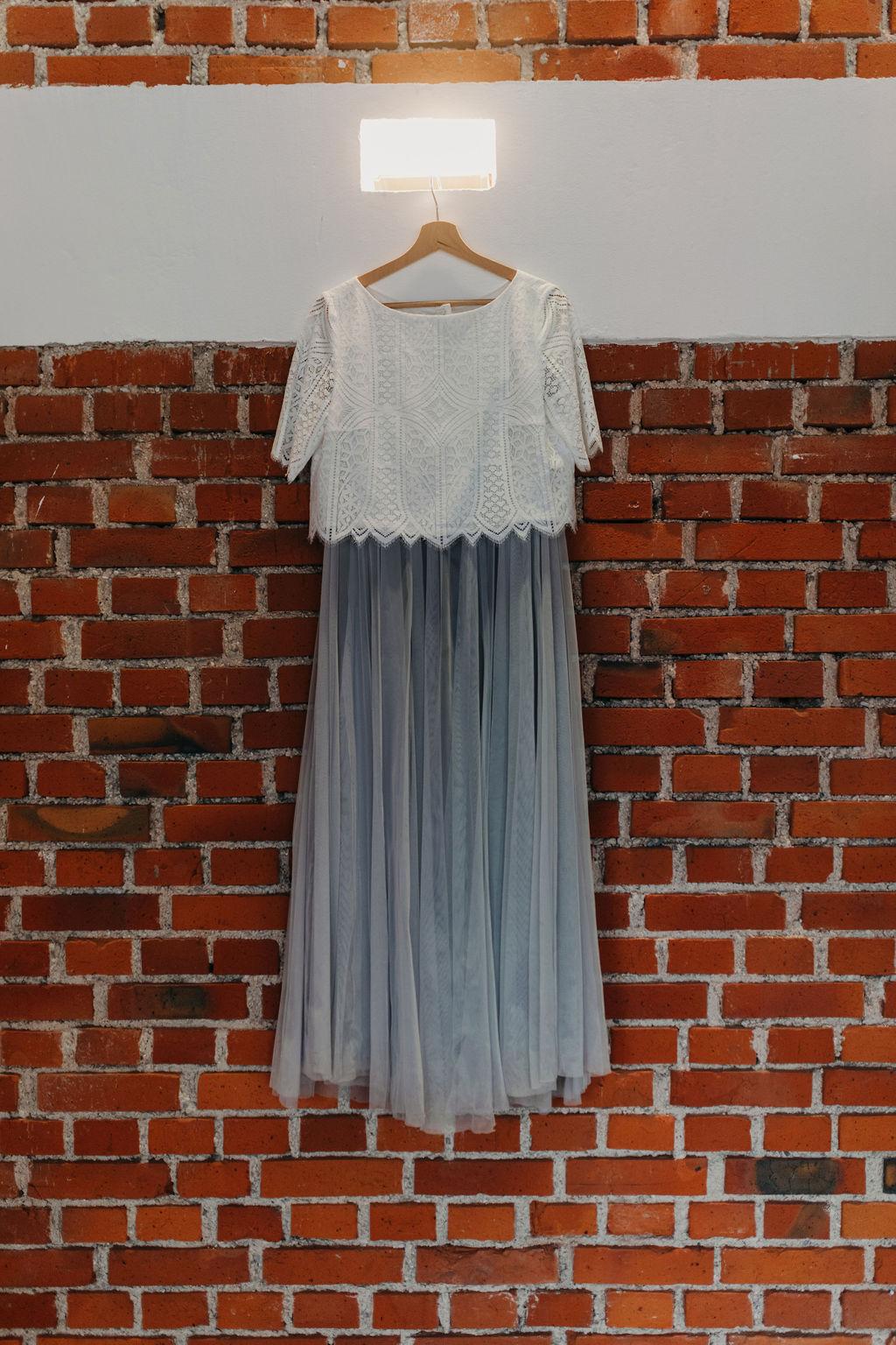 Brautkleid auf Bügel