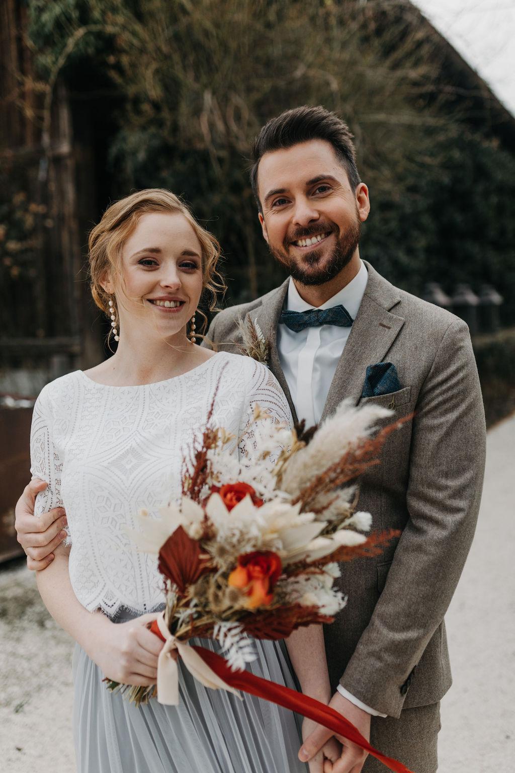 Brautpaar mit Blumen