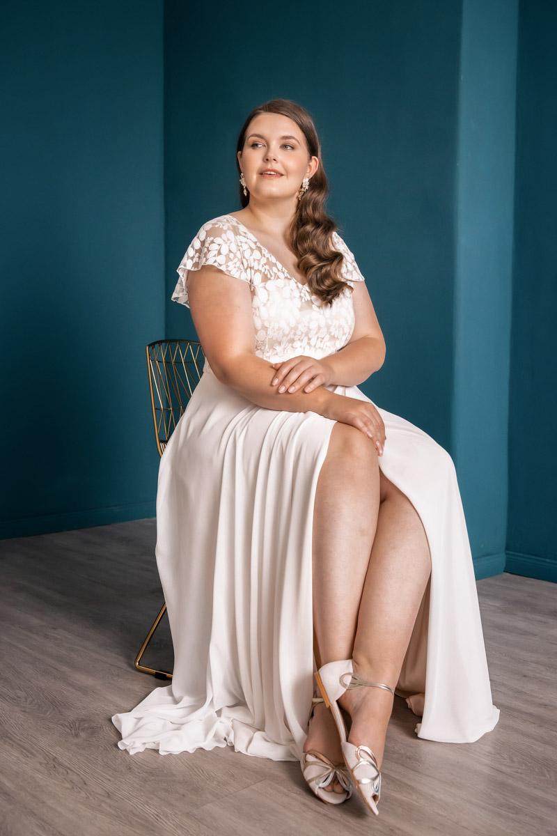 Curvy Bride im noni Kleid