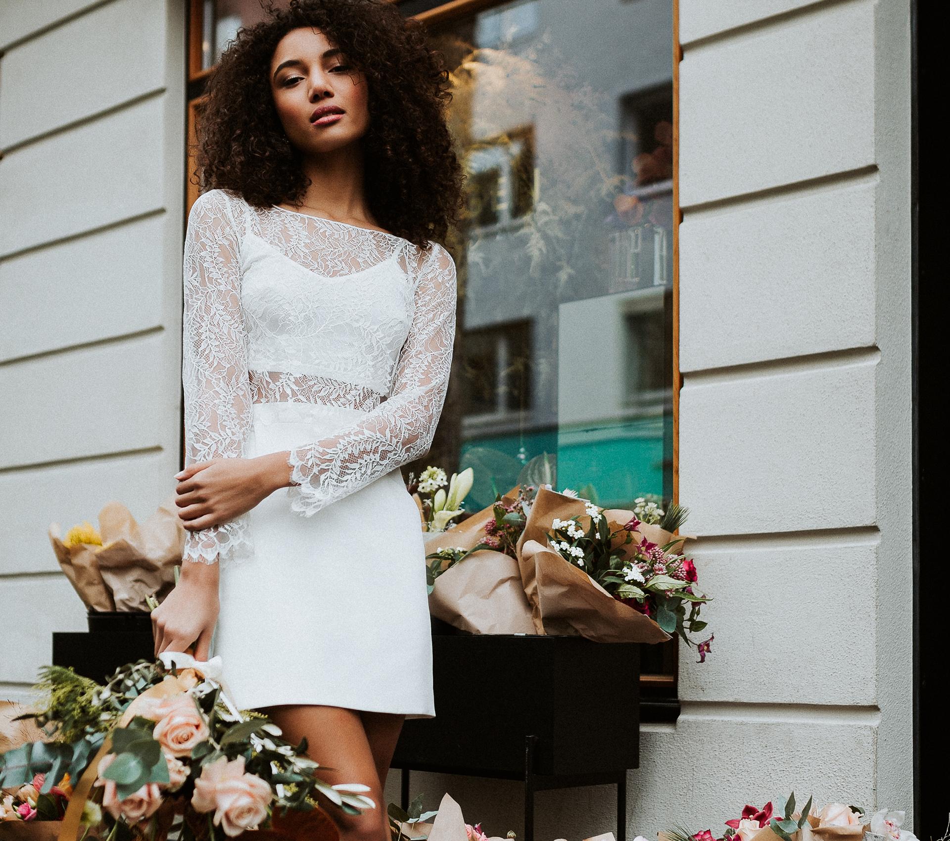 Braut in einem Standesamt Kleid