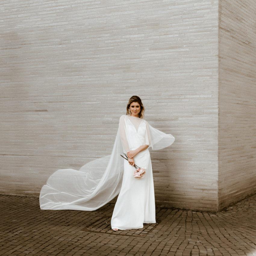 Niamh – Braut Cape mit langer Schleppe