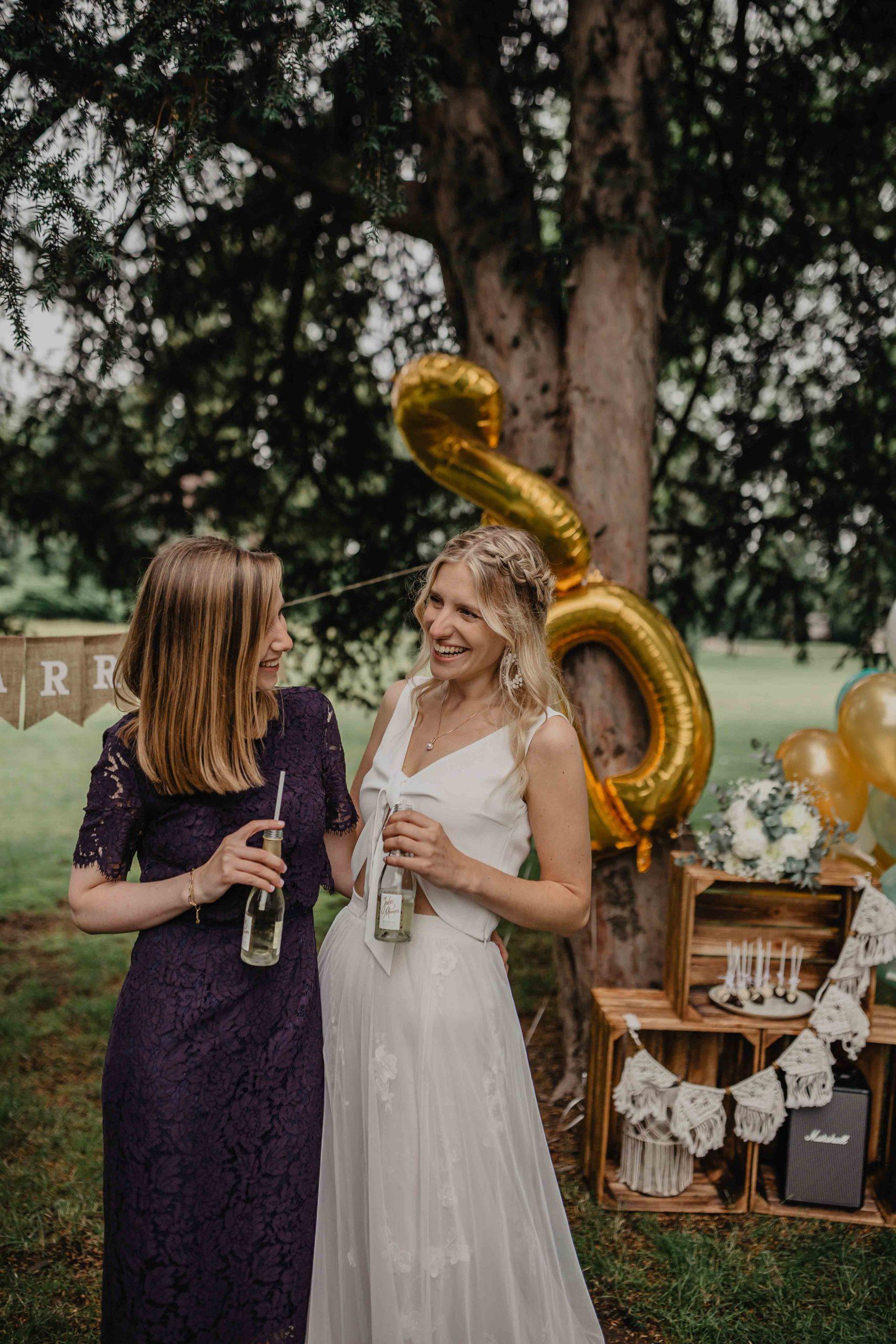 Braut und Freundin